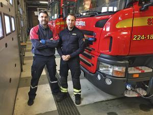 Åke Höljer och Henrik Nordin vid Surahammars deltidsbrandkår. De var mycket kritiska mot det centrala avtalet och valde att säga upp sig i protest.