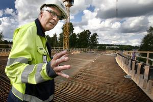 brobygget.  Sture Enqvist ser fram emot gjutningen.