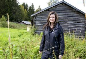 Under våren och sommaren har Carin Söderback, som har universitetsutbildning i både etnologi och arkeologi, arbetat med att ta fram en strategi för kulturmiljön i Östansjöbygden.  Foto: Sandra Högman