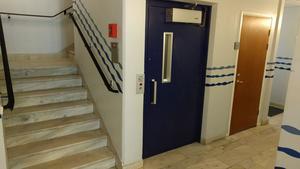 Folktandvårdens hiss var för liten för Märtas rullstol.