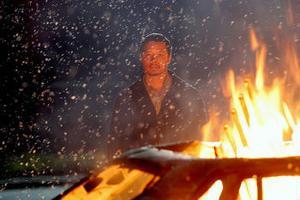 Terrence Howard gestaltar en tv-regissör i crash som är en stark och tankeväckande film.