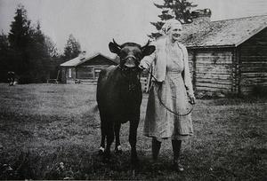 En gammal bild från Vallenbodarna på Brita Norberg som spenderade 40 somrar på vallen innan man slutade fäbodbruket där 1956.
