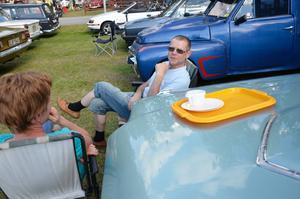 - Bilar och fint väder, bättre kan det inte bli!Stefan Karlsson och Monica Westermark, från Pålsboda, inledde kvällen med en kopp kaffe vid sin Ford Thunderbird.