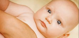 Även om båda föräldrar hävdar att de är lika delaktiga är det oftast mammans namnförslag som går igenom, menar forskare.