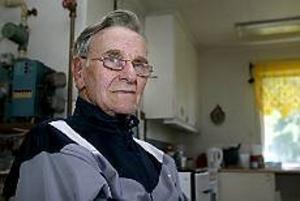 Vid halv sex-tiden på onsdagsmorgonen kom Emil Morf hem igen, efter att ha sovit utomhus och ha gått fyra och en halv mil.
