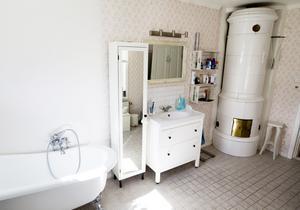 Dotterns sovrum blev ett badrum med rymd.