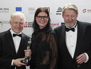Regissör Hannes Holm, producent Annica Bellander Rune och skådespelaren Rolf Lassgard i