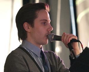 Henning Lööf presenterade banden. Han har själv vunnit riksfinalen av Musik Direkt.