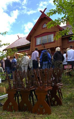Fynd. De vackra vikingastolarna såldes för 2 500 kronor. Köparen var amerikan. Foto:Jeanette Lundbeck