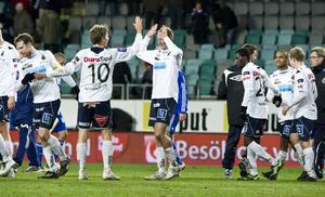 Matchhjältarna i Gefle Jakob Orlov och Dragan Kapcevic efter 2-2 i söndagens allsvenska fotbollsmatch mellan IFK Göteborg och Gefle IF (allsvenskans sista omgång 2010) på Gamla Ullevi i Göteborg.