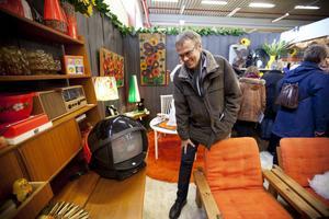 Allt som visades upp var till salu. Jonas Larsson hittade en skojig TV.