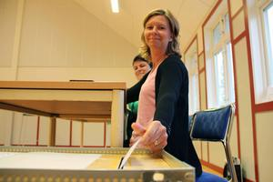 Tora Magnusson och grannen Annika Nilzon utgjorde ett muntert valarbetar-team på Kläppa fritidsgård.