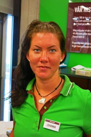 Johanna Eriksson, butikssäljare på Granngården som säljer fler Mus & Råttfritt.