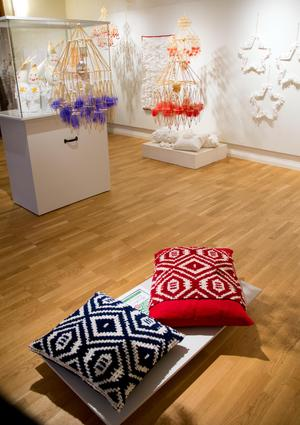 Kuddarna i flossa är en hyllning till konstnären Jerk Werkmäster som tecknade mönstret på en katalog.