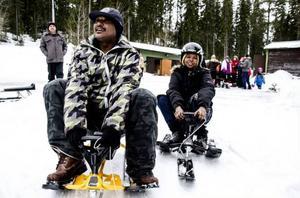 Ephrem Girmay och Fathia Muhammed var två av de nästan sextio snowraceåkarna i rodelbacken i torsdags.