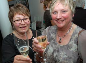 Ulla Erntsson har jobbat på röntgenavdelningen under 42 år. Här ses hon till höger med kollegan Birgitta Liljedal.
