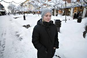 """Hoppas få jobba mer. """"Jag har ont i magen nästan varje månad när räkningarna ska betalas"""", säger My Gustavsson, 21, som hittills klarat hushållsekonomin med extrajobb."""