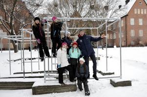 En ny parkouranläggning har börjat att byggas på Engelska skolan. På bilden, övre raden: Meja Brandström, Nova Berg. Andra raden: Tuva Lindström, Pascal Brisson. Tredje raden: Anna Andersson, Emma Löthman. Sittande: Elsa Holmberg.
