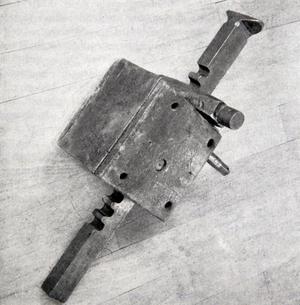Christoffer Polhem förbättrade fältkanonerna med en riktskruv med vilken kanonens  bakre del kunde sänkas och höjas