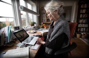 Karin Lidén, bosatt i Öje utanför Härnösand, översätter en blivande dokumentärfilm om Svetlana Aleksijevitj.