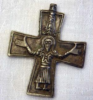 Det trasiga krucifixet från 1000-talet är ett av de starkaste bevisen mot plundrarligan.