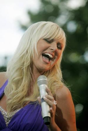 Sommarkväll. Sanna Nielsen sjunger i Gävle i kväll.