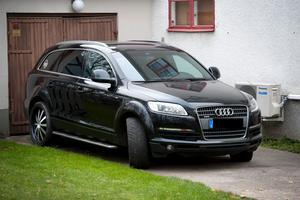 Efter artiklar om Lasse Liljegrens lyxiga tjänstebil Audi Q7 avgick han som ordförande.