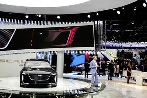 Genève bilsalong samlar världens biltillverkare. Även amerikanska lyxbilen Cadillac som presenterade en ny modell för presidenter och världsledande direktörer