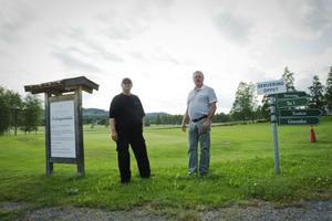 Clifford Modig lämnar över ansvaret för golfbanorna i Annefors till Kent-Åke Lindberg och Annefors GK.