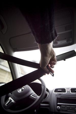 Ungefär 15 procent av alla Hudiksvallsbor skippar bilbältet.