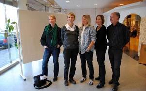 Maria Lindström, Malin Ingvar-Nilsson,Margareta Lindman, Petra Sahlin och Bo Ek, är några av de konstnärer som är engagerade i årets konstgåva.FOTO: KLARA ERIKSSON