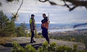 """Man mot man. Peter Stormare och Rolf Lassgård går en tungviktsmatch i machofilmen """"Jägarna 2""""."""