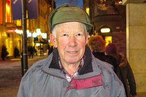 Bertil Hägg, 78 år, Frösön: – Nej, men stjärngosse. Det är bara på skoj allt sånt här med lucia. Men det är roligt att titta på.