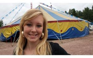 Amanda Bransell, 13, bor med sin mamma i Nyhammar. Hon har ägnat sommarlovet åt att turnera med Cirkus Madigan som drivs av hennes farmor och farfar.'FOTO: CHARLOTTA RÅDMAN FRANS