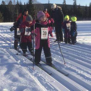 Wilma Berglund, tätt följd av Tilda Bergström och Melvin Eriksson-Wiik. Cazper och Kewin Nilsson väntar ivrigt på sin tur.