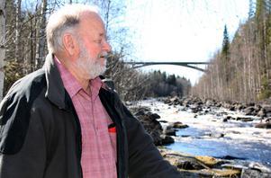 Jan Gullmark kan konstatera att kampen under 1970-talet inte var förgäves. Det strömmar fortfarande i Byforsen.
