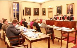 Fullmäktige godkände Socialdemokraternas och Miljöpartiets budget för nästa år. Närmast kommunalrådet Jan Bohman (S). Foto: Sylvia Kjellberg