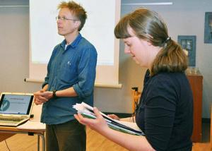 Omställningsforskare Björn Forsberg och Catarina Nordin, verksamhetsansvarig, Åres Gröna Dalar, presenterar omställningsrörelsens grundtankar.