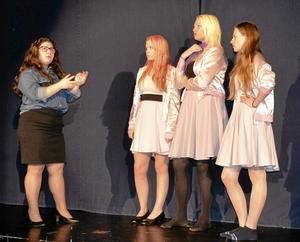 The pink ladies. Kumlaby skola repar på föreställningen