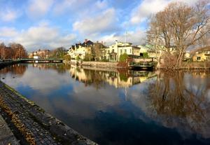Svartåns väg genom centrala Örebro till Hjälmaren ger många fina upplevelser.