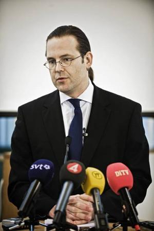 PÅ FAST GRUND? Finansminister Anders Borg håller fast vid den budget han räknade fram i augusti. Att världens ekonomier rasat ihop betyder ingenting; lagd budget ligger.Foto: Marc Femenia / SCANPIX