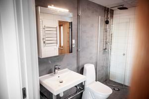 Förutom olika storlekar på lägenheterna finns det även två olika standardnivåer.
