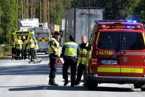 En 70-årig cyklist blev påkörd av lastbil.