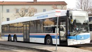 Buss 500 – här fotograferad vid ändhållplatsen i Avesta – tar en annan väg vid Krylbo station under helgen 15-17 juni. Hållplatsen finns på andra sidan järnvägsområdet.