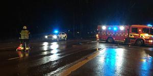 Vägen stängdes av i samband med olyckan.