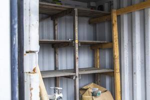 När Conny Björklund och Elias Sjöland gläntade på dörren till containern möttes de av tomma hyllor.