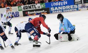 Oscar Wikblad och Edsbyn satte Bollnäs under hårt tryck direkt från start i annandaghsderbyt.