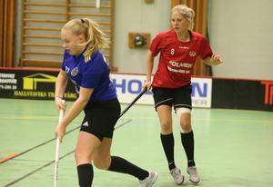 Thelma Lindkvist (höger) räddade en poäng för Midas med sin kvittering i sista perioden.