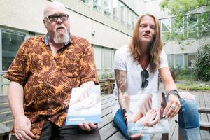Sven-Erik Vestblom och Jessika Andersson är behandlingsassistenter i kommunens anhörigstöd.