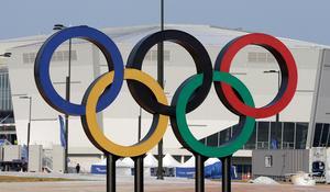 OS-ringarna utan för en hockeyarena i Sydkorea. Bild: TT Nyhetsbyrån.